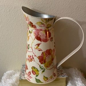 Threshold watering can